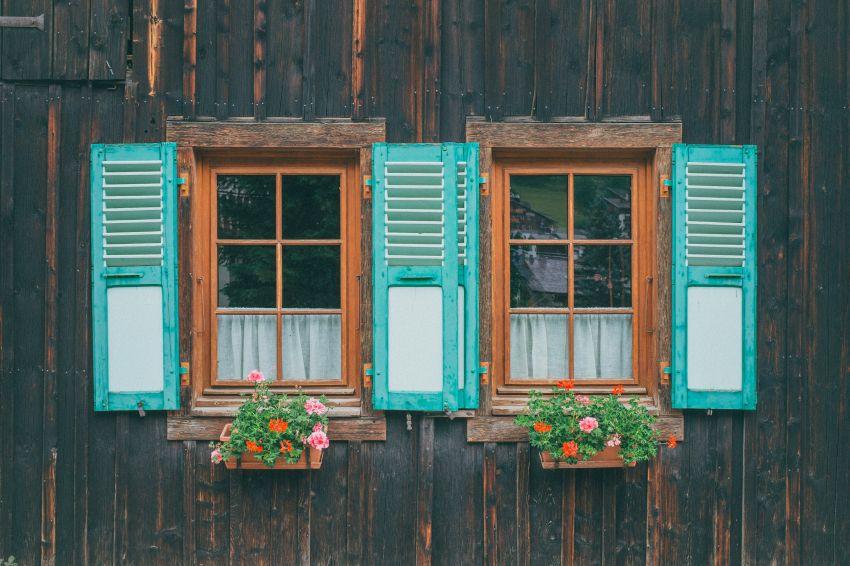Ali je leseno okno boljše od plastičnega?
