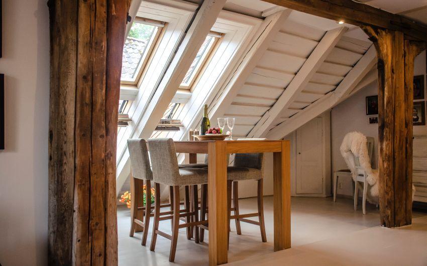 Ali je pohištvo iz masivnega lesa res predrago?