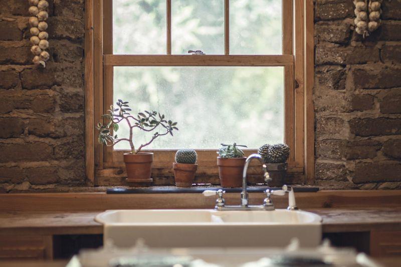 Lesena okna za skandinavski pridih vašega doma
