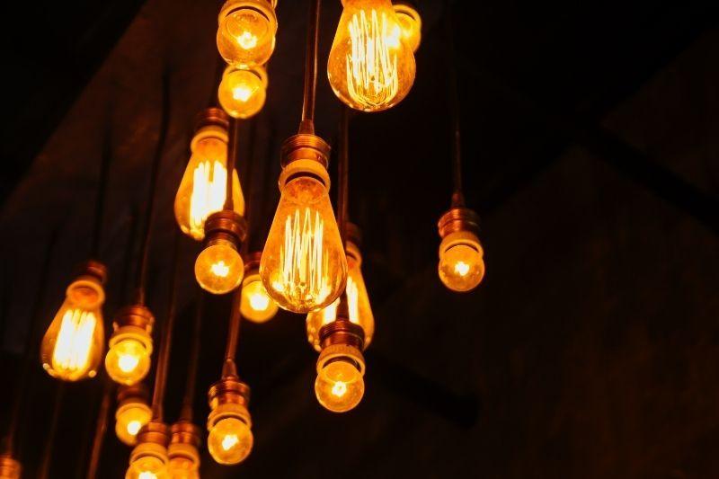 Stropna svetila ustvarjajo unikaten prostor
